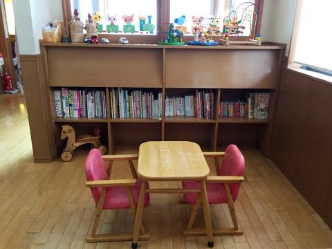 お子様向けの図書やスペースがございます